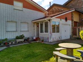 Casa en venta en calle Vallín