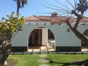 Casa adosada en alquiler en calle Tourop Fritidsr, nº 1