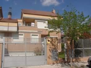 Casa adosada en alquiler en calle Lagar de Chacon, nº 3