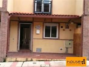 Casa adosada en venta en calle Nogal