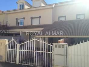 Casa adosada en venta en calle María Zambrano