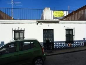 Casa adosada en venta en calle Hermanos Carlos y Belen Merchan Menbrive, nº 5