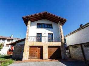 Casa pareada en venta en calle Sagardia