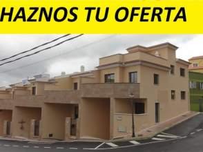 Casa adosada en venta en calle Lomo Arcos