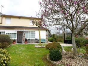 Casa en venta en Casa de Piedra Con Finca A 23 Minutos de A Coruña, Abegondo