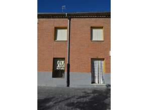 Casa adosada en venta en Sardon de Duero, Sardón de Duero por 66.000 €