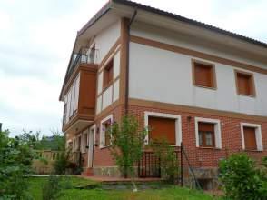 Casa adosada en alquiler en calle La Vía