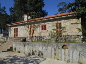 Casa rústica en alquiler en Avenida Moncao