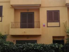 Casa adosada en alquiler en calle Atlas