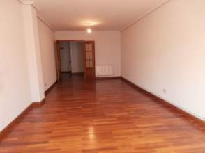 Piso en venta en Amplio Apartamento Con 3 Habit