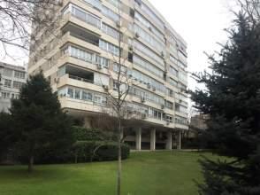 Alquiler de pisos y apartamentos en valdezarza distrito for Pisos en valdezarza