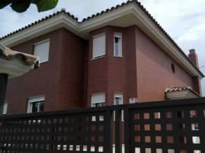Casa adosada en alquiler en calle Golf, nº 7