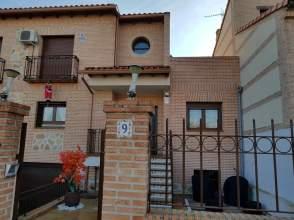 Chalet adosado en alquiler en calle Ronda de Castilla, nº 9