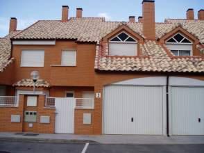 Casa adosada en alquiler en calle Isidro Peñas, nº 3