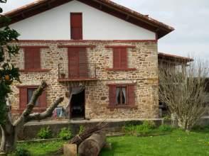 Casa rústica en Polígono Pinoa