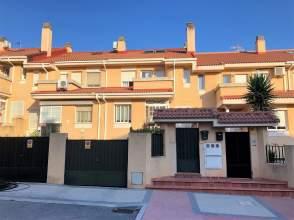 Casa pareada en calle Conde de Coruña