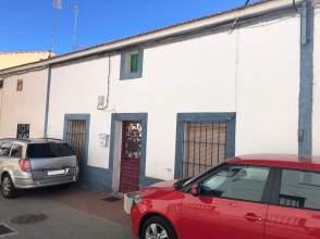 Casa pareada en calle Virgen del Espino