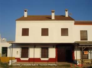 Casa pareada en calle Torre de La Higuera, nº 40