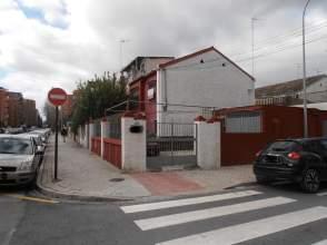 Casa pareada en calle Andrés Segovia