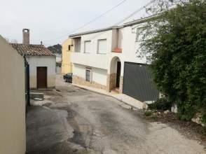 Casa adosada en calle de Martos, Casa de Entidad Bancaria, nº 29