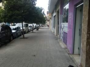 Local comercial en Rebajado. Amplio Local Comercial A Pie de calle, Reformado, 120 M2.
