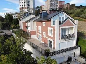 Casa adosada en calle Urkidi Kalea