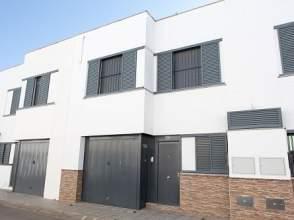 Casa adosada en calle Umbrete, nº 2