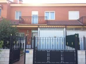 Casa adosada en calle Jardines