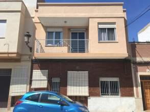 Casa adosada en calle Regino Mas, nº 27