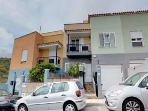 Casa adosada en calle Cuchillos Los