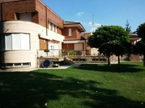 Chalet en calle Bustillo - Urb. Mansilla del Esla