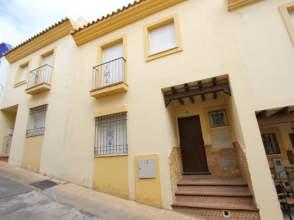 Casa adosada en calle Caños