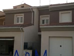 Casa adosada en calle Arrabal, nº 23