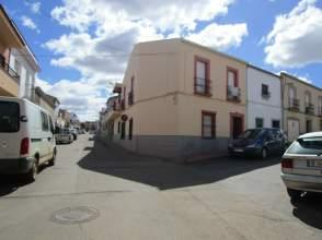 Casa adosada en calle Zafra, nº 1