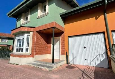 Casa adosada en calle Lugar Barrio Mioño