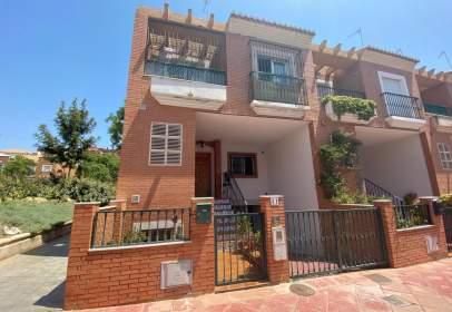 Casa adosada en calle Bernardino Delgado, nº 11