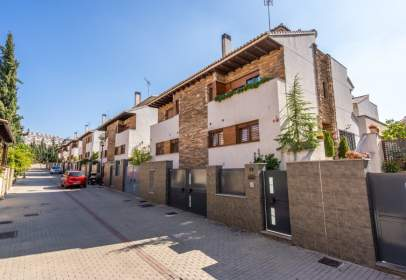 Paired house in calle de Almiar