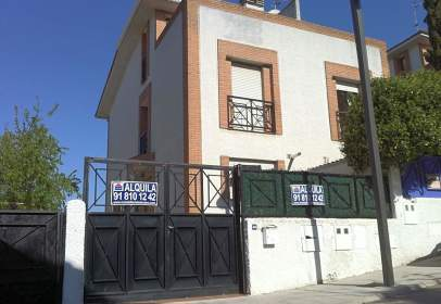 Casa aparellada a calle de Miguel Hernández, prop de Calle de Antonio Machado