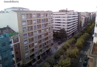 Flat in Avenida de la Paz, near Calle de la Duquesa de la Victoria