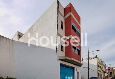 Casa en calle del Pintor Antonio Padrón, cerca de Calle del Escultor Plácido Fleitas