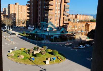 Pis a Avenida de Pío XII, prop de Calle de Cervantes
