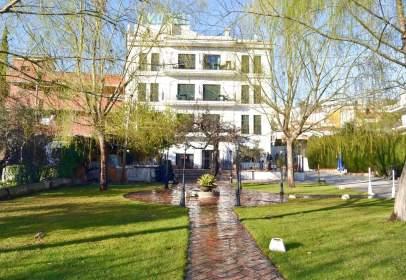 Edifici a Carretera de Sierra Nevada, 80, prop de Calle de María Uceda Díaz