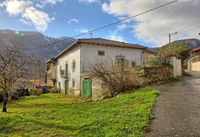 House in calle Lezana de Mena, nº 1