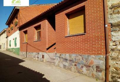 House in Almaraz de Duero