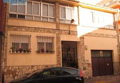 Casa en calle de Marcelo Macías