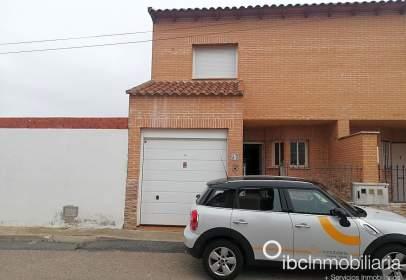 Casa adossada a calle San Juan