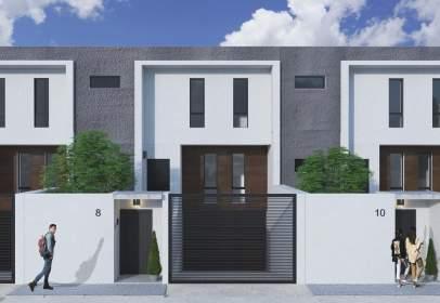 Casa adossada a Avenida Obera