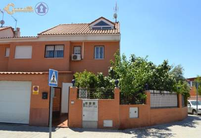 Chalet en calle de Juan Carlos I, cerca de Calle de Príncipe de Asturias
