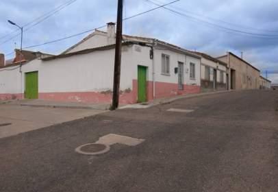 Casa en calle Almendro