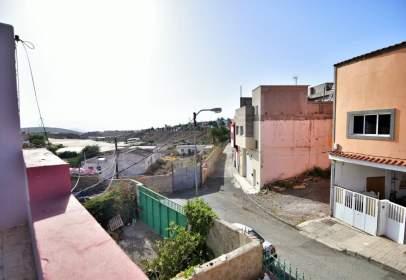 Casa adossada a calle Tabaibal